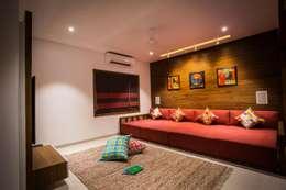 Vipul Patel Architects: modern tarz Oturma Odası