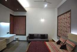 Mr. Ashwin's house: modern Bedroom by Vipul Patel Architects