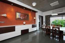 Salas de estilo moderno por Vipul Patel Architects