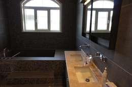 RETA Architecture-Interior-Industrial Design – Ankara Villa: modern tarz Banyo