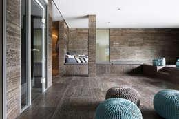 Projekty, minimalistyczne Spa zaprojektowane przez Förstl Naturstein