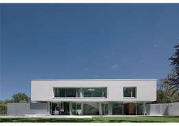 Villa en bordure de forêt: Maisons de style de style Moderne par dl-c, designlab-construction sa