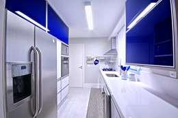 Cuisine de style de style Moderne par Veridiana França Arquitetura de Interiores