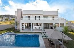 Casa, Condomínio Ibi Aram, Itupeva, São Paulo, Brasil: Piscinas modernas por Larissa Carbone Arquitetura e Interiores