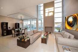 Casa, Condomínio Ibi Aram, Itupeva, São Paulo, Brasil: Salas de estar modernas por Larissa Carbone Arquitetura e Interiores