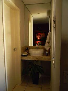 Baños de estilo topical por THACO. Arquitetura e Ambientes