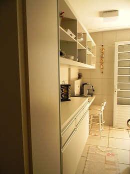 Cocinas de estilo topical por THACO. Arquitetura e Ambientes