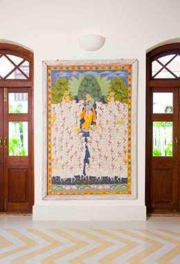 Villa Verde, Goa.: tropical Dining room by Studio MoMo