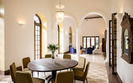 Villa Azul: modern Dining room by Studio MoMo