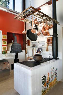 مطبخ تنفيذ Silvia Cabrino Arquitetura e Interiores