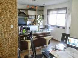 Apartamento en El Rosal: Salas / recibidores de estilo moderno por Arquitectura 4rq