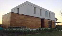 Casa ANV: Casas de estilo moderno por Israel & Teper arquitectos