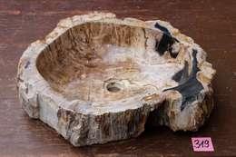 Waschbecken aus fossilem Holz: ausgefallene Badezimmer von German Brenner