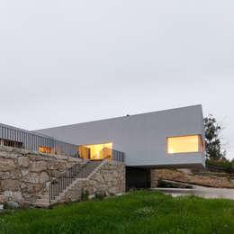 Habitação Unifamiliar Monte dos Saltos: Habitações  por olgafeio.arquitectura