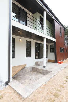 Projekty, nowoczesne Domy zaprojektowane przez 주택설계전문 디자인그룹 홈스타일토토