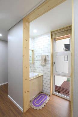 주택설계전문 디자인그룹 홈스타일토토: modern tarz Banyo