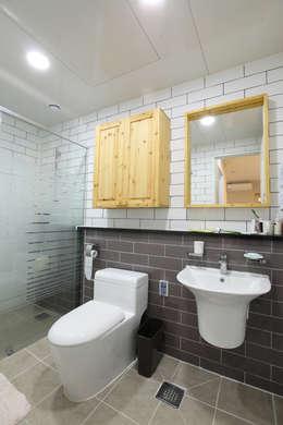 Projekty,  Łazienka zaprojektowane przez 주택설계전문 디자인그룹 홈스타일토토
