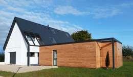 Maison ITE BBC Sarzeau: Maisons de style de style Moderne par HERVE COUEDEL