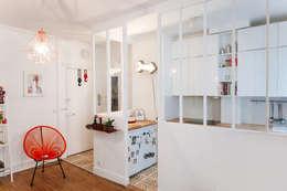 Cocinas de estilo moderno por Lise Compain