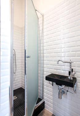 Rénovation appartement Marseillais: Salle de bains de style  par ARCHIIMMO