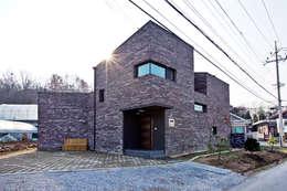Projekty, nowoczesne Domy zaprojektowane przez GongGam Urban Architecture & Construction
