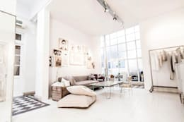 Ambientaciones: Livings de estilo moderno por Ornatto