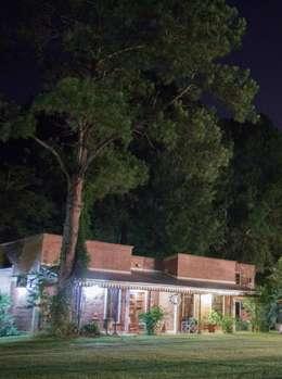 Como una vieja estación ....: Casas de estilo rústico por Agus Garay diseño & Arq