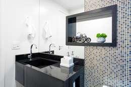 classic Bathroom by Andressa Saavedra Projetos e Detalhes