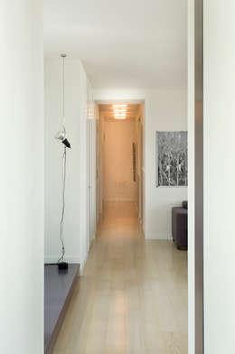 PRIVATE APARTMENT_BRA: Ingresso & Corridoio in stile  di cristianavannini | arc