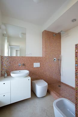 PRIVATE APARTMENT_BRA: Bagno in stile in stile Moderno di cristianavannini | arc