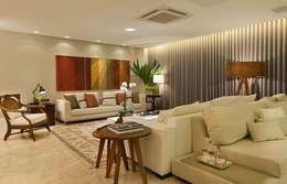 Salon de style de style eclectique par Bastos & Duarte