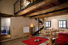 Habitaciones de estilo rústico por Fabio Carria