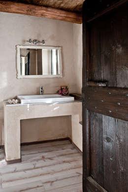 Baños de estilo  por Fabio Carria