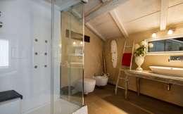 Banheiros rústicos por Fabio Carria