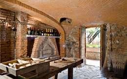 Cave à vin de style de style Rustique par Fabio Carria