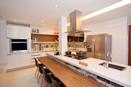modern Kitchen by Adoro Arquitetura