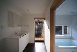 早田雄次郎建築設計事務所/Yujiro Hayata Architect & Associates의  화장실