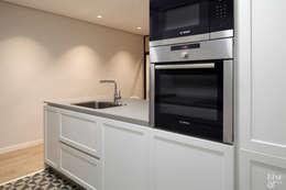 Cocinas de estilo moderno por Etxe&Co