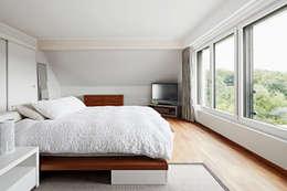 Chambre de style de style Moderne par Baufritz (UK) Ltd.