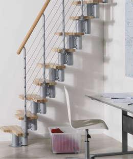 Perfecta para pequeños espacios : Vestíbulos, pasillos y escaleras de estilo  por Rintal