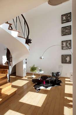 Departamento Roma Oaxaca : Pasillos y recibidores de estilo  por Germán Velasco Arquitectos
