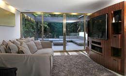 Casa Begalg : Salas multimedia de estilo moderno por DIN Interiorismo