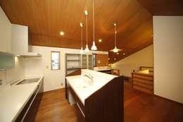 西新の家: AMI ENVIRONMENT DESIGN/アミ環境デザインが手掛けたキッチンです。