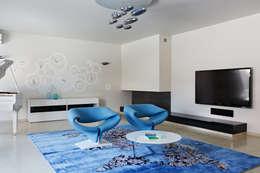 Salas / recibidores de estilo minimalista por Анна и Станислав Макеевы