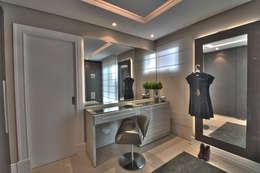 modern Dressing room by Pauline Kubiak Arquitetura