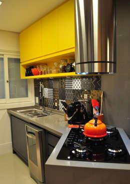 مطبخ تنفيذ Deise Soares Estúdio de Arquitetura