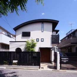 外観(アーチ屋根): 中川龍吾建築設計事務所が手掛けた家です。