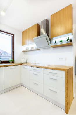 Dębowy blat kuchenny: styl , w kategorii Kuchnia zaprojektowany przez IN