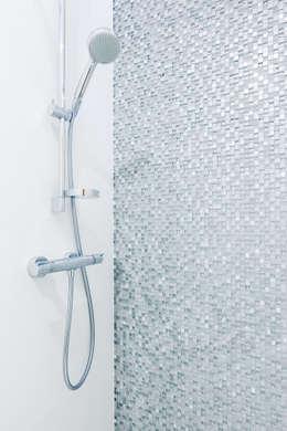 Mozaika szklana: styl , w kategorii Łazienka zaprojektowany przez IN