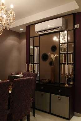 Dining Room.: modern Dining room by Tanish Design